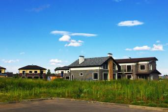 Покупатели жилья в Ленобласти стали выбирать более дорогие участки